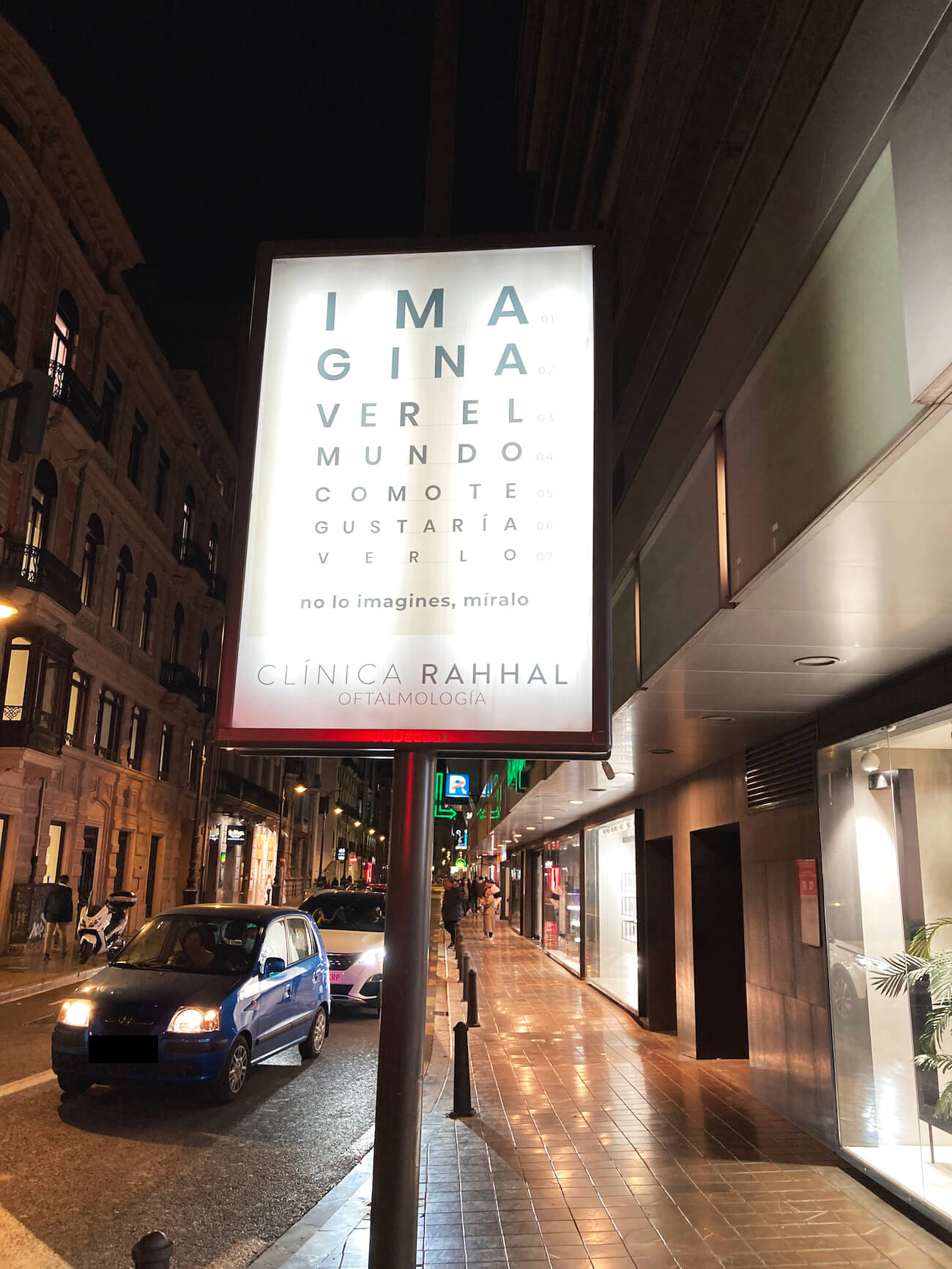 valla publicitaria anuncio oftalmologo